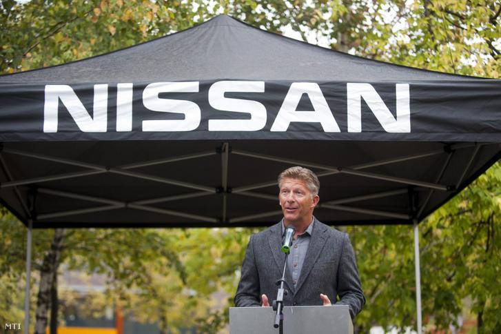 Papp István a Microsoft Magyarország Kft. ügyvezető igazgatója a főváros első elektromos autók és taxik villámtöltésére alkalmas e-taxi drosztjának átadásán az óbudai Graphisoft Parkban 2014. október 21-én.