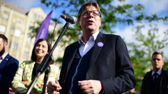 A Momentummal kampányol Verhofstadt, ellenaktivisták zavarták meg
