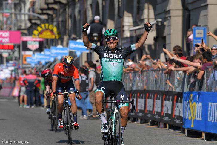 Cesare Benedetti ünnepli szakaszgyőzelmét a Giro d'Italián