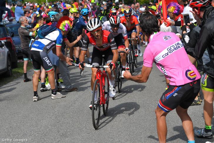 Gianluigi Brambilla vezeti a sort Jan Polanc előtt a Montoso emelkedőjén