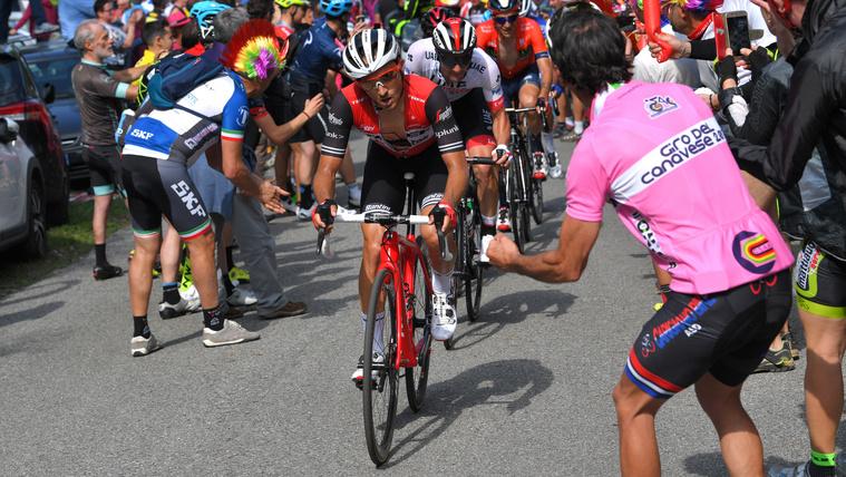 Már a nagy hegyek előtt bevadult a Giro d'Italia