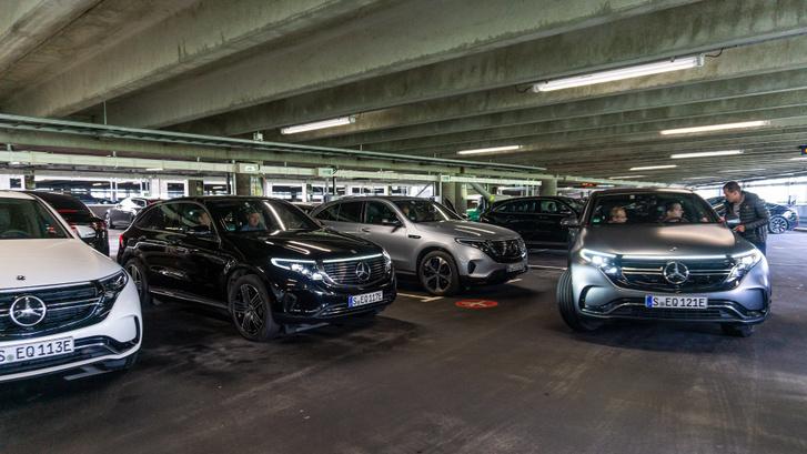 A villanyautó-parkoló az oslói reptéren, innen startoltunk