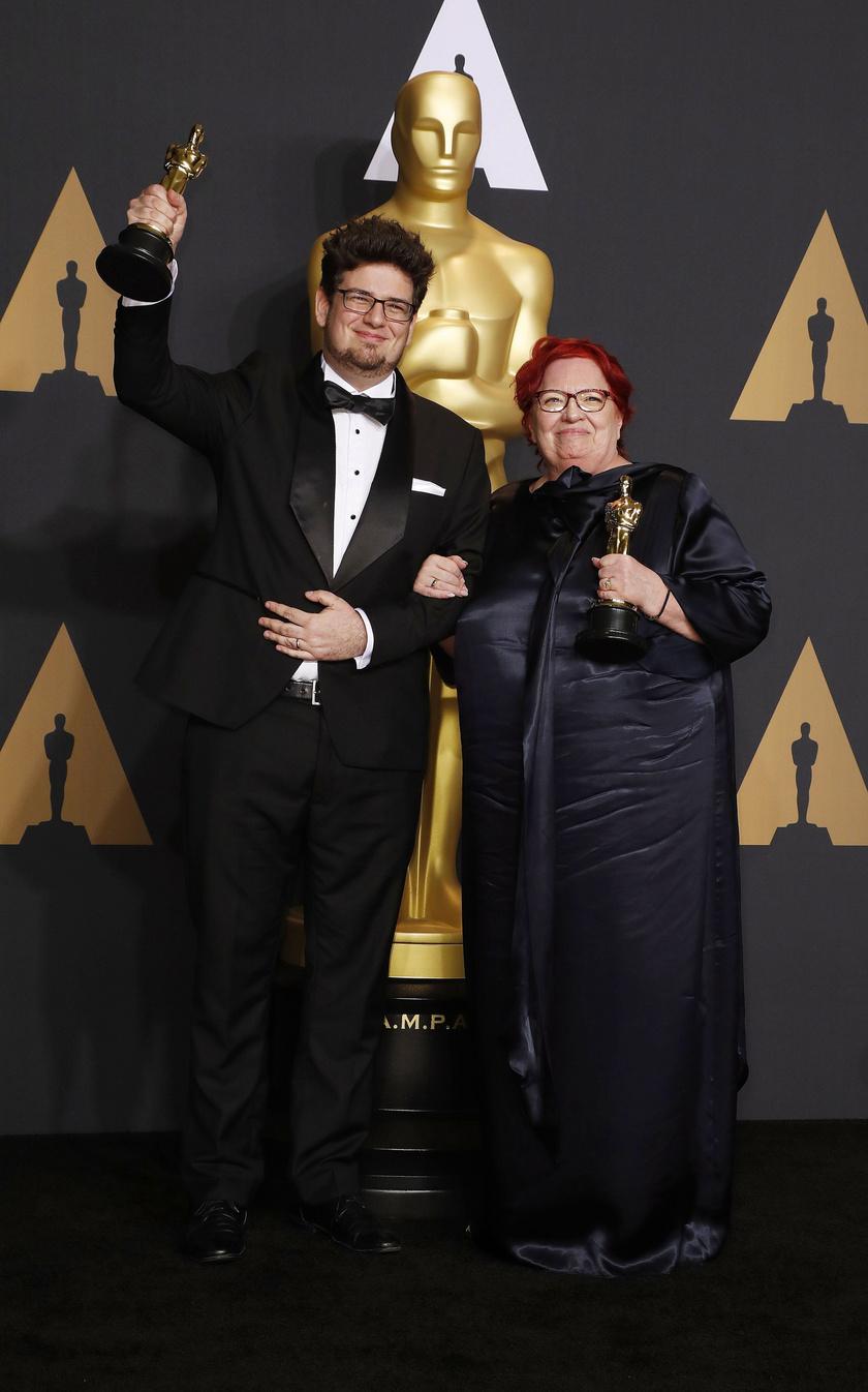 Deák Kristóf rendező és Udvardy Anna producer a legjobb rövidfilmnek járó díjjal a 89. Oscar-gálán 2017. február 26-án.