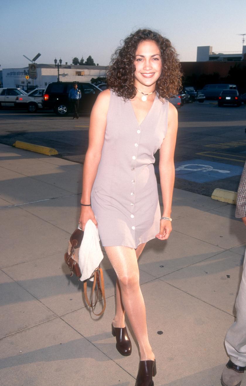 Jennifer Lopez 1994-ben göndör fürtökkel hódított, teljesen másmilyen volt így az arca.