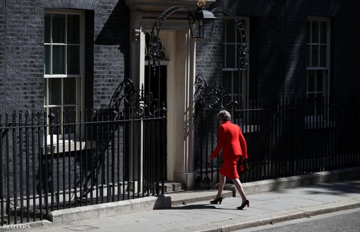 Theresa May távozik beszéde után