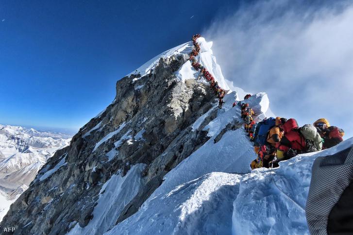 Május 22-én ilyen sor várta, hogy feljuthasson a Föld legmagasabb hegyének csúcsára