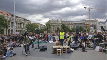 Több ezren tüntettek a klímaváltozás ellen Budapesten