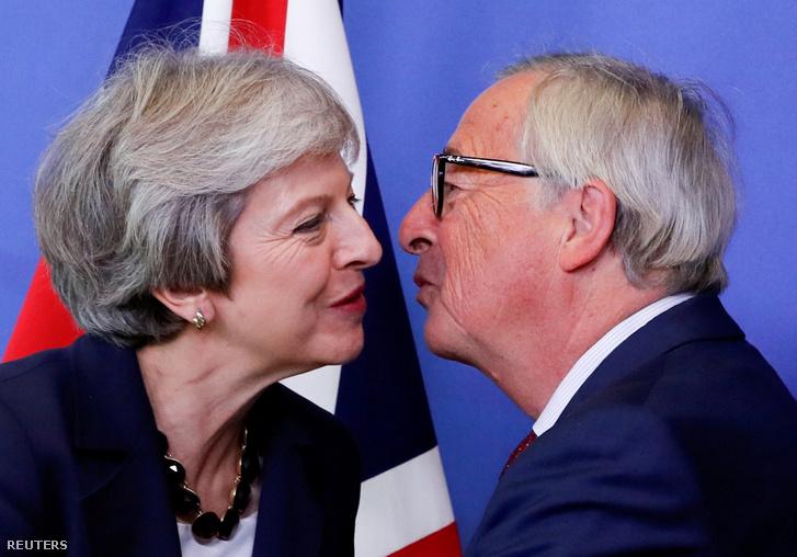 2017. október 17-én Jean-Claude Juncker üdvözölte puszival Brüsszelben. Juncker egyébként nemrég egy interjúban elmondta, hogy olyan helyen nőtt fel, ahol mindenki puszilgatott mindenkit, ezért maradt meg ez a szokása.