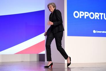 2018 október 3-án a konzervatív párt konferenciáján mutatta be az azóta elhíresült táncos vonulását, ami azóta nagyon sok mém alapja.