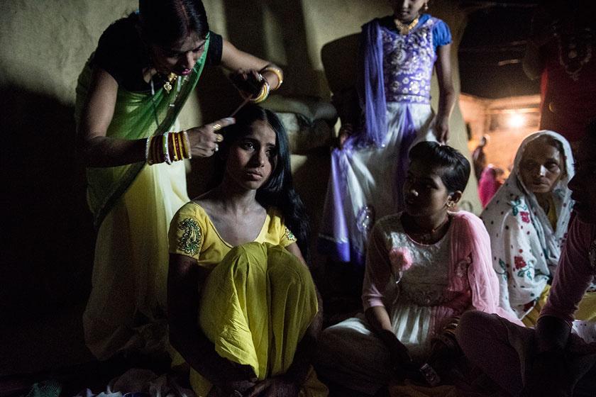 A 14 éves Muskaanat rokonai felkészítik az esküvőre. Jövendőbelije, Raju hét évvel idősebb. Adatvédelmi okok miatt a fiatalok nevét megváltoztatták a fotósorozathoz.