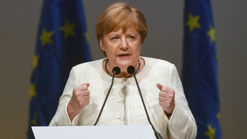 Merkel: Meg kell védeni az Unió alapértékeit