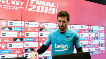 Messi 4 év után ült ki a sajtó elé