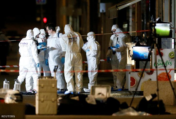 Nyomrögzítők dolgoznak a robbantás helyszínén