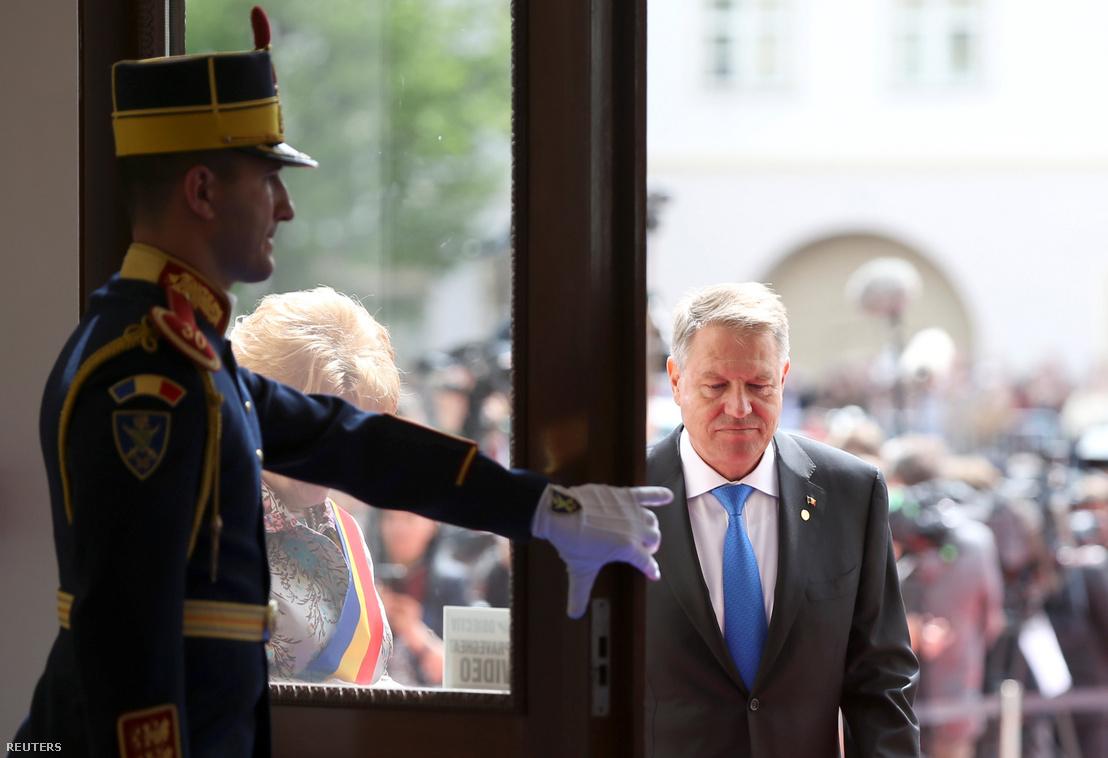 Klaus Iohannis érkezik az uniós vezetők nagyszebeni informális találkozójára, 2019. május 9-én.