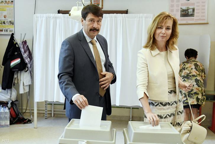 Áder János köztársasági elnök és felesége, Herczegh Anita, miután leadták szavazataikat az európai parlamenti választáson a XII. kerületi Zugligeti Általános Iskolában kialakított 53-as szavazókörben 2019. május 26-án.