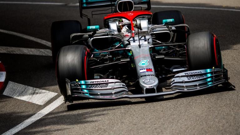 Hamilton fogcsikorgatva nyerte a Monacói Nagydíjat