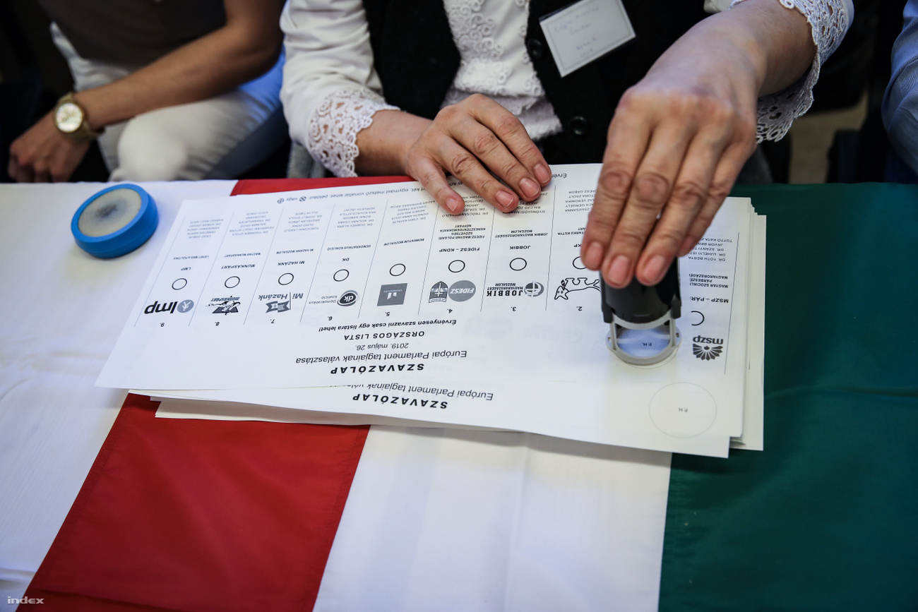 Magas a részvétel Magyarországon is, a Fidesznek jó, az LMP-nek és a Momentumnak rossz
