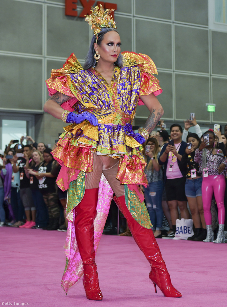 Raja a Drag Race harmadik évadának győztese, de az America's Next Top Model című műsorban is felűnt korábban, mint sminkmester.