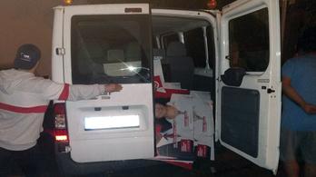 A győri fideszes polgármester cáfolta a táblalopást, közben elkezdett kampányolni