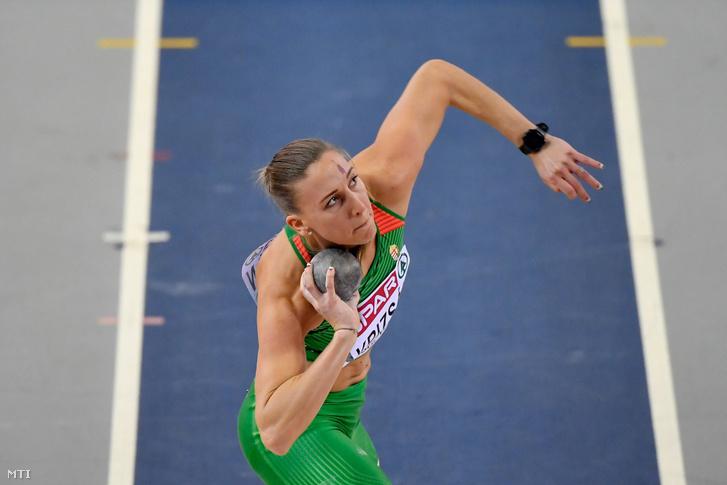 Krizsán Xénia a női ötpróba súlylökés számában a glasgow-i fedettpályás atlétikai Európa-bajnokságon, az Emirates Arénában, 2019. március 1-jén.