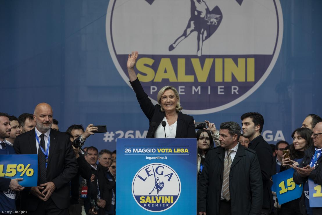 Marine Le Pen, francia szélsőjobbos politikus Matteo Salvini olasz szélsőjobbos politikus EP-választási gyűlésén, Milánóban, 2019. május 18-án