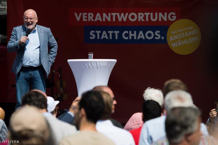 Frans Timmermans, az Európai Bizottság első alelnöke, az Európai Szocialisták Pártjának (PES) európai parlamenti (EP) listavezetője beszél az Osztrák Szociáldemokrata Párt, az SPÖ EP-kampányának záró rendezvényén Bécsben 2019. május 25-én.
