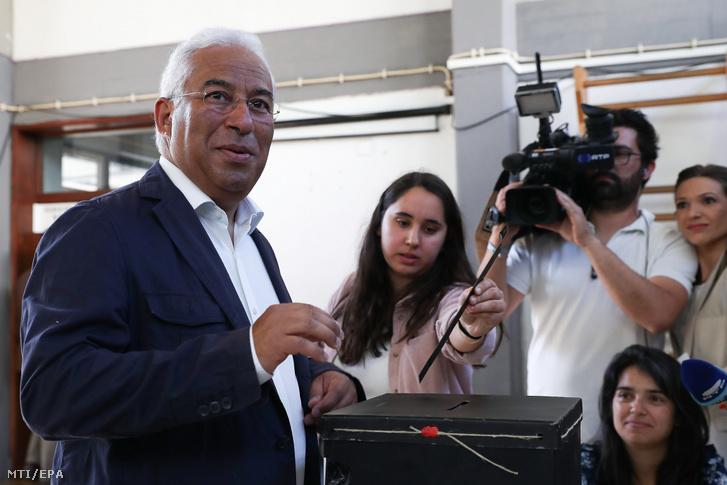 Antonio Costa portugál miniszterelnök leadja szavazatát az európai parlamenti (EP) választáson Lisszabonban 2019. május 26-án.