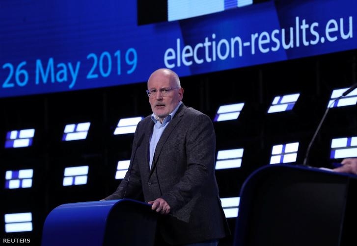 Frans Timmermans, a Európai Szocialisták Pártjának (PES) jelöltje beszél a választási végeredmény után az Európai Parlamentben, Brüsszelben 2019. május 27-én