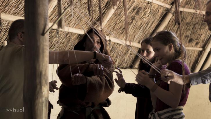 A látogatók fonni tanulnak a sámántól
