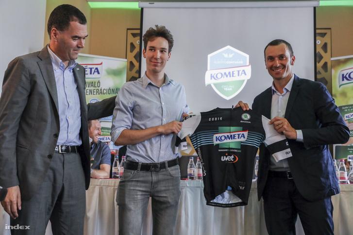 Balról-jobbra: Giacomo Pedranzini (Kométa ügyvezető igazgatója), Dina Márton és Ivan Basso
