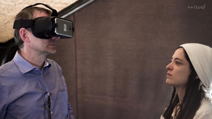 A VR-szemüveges időutazó és a bronzkori asszony találkozása