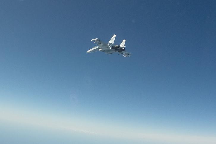 A május 14-én elfogott Il-22-es egyik Szu-27-es kísérője