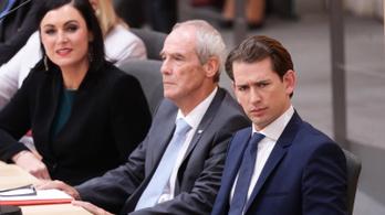 Az Ibiza-videó után megbuktatta az ellenzék az osztrák kormányt