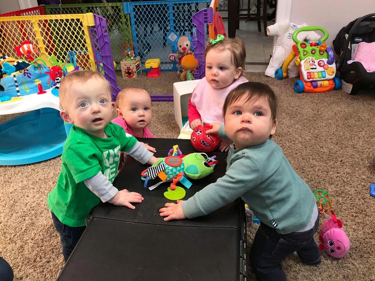 A barátnők gyerekei mind egészségesek és gyakran játszanak együtt