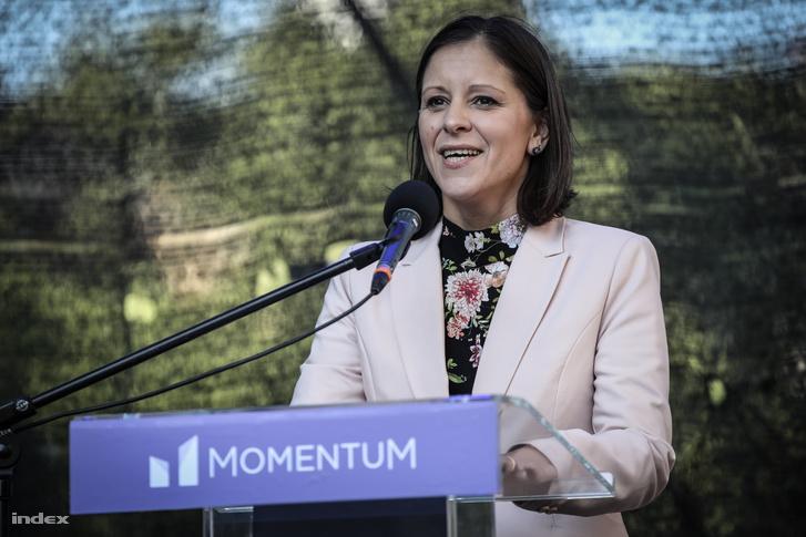 Szél Bernadett felszólal a Momentum 2019. május 1-jén tartott rendezvényén.