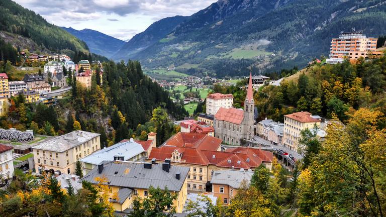 Hétfőn egy világhírességgel interjúztam, pénteken már répát pucoltam Ausztriában