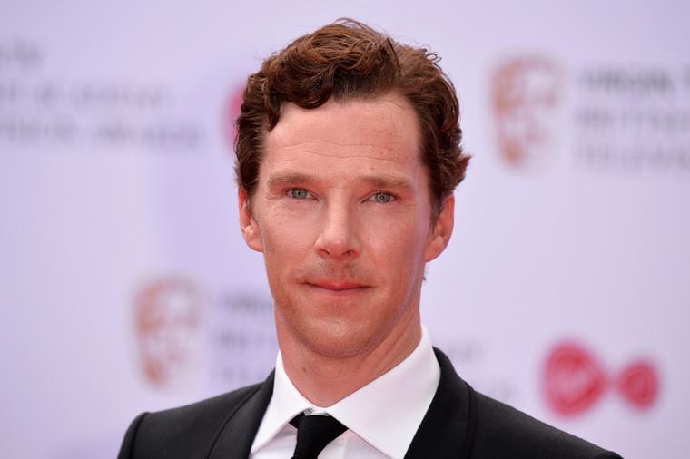 """Benedict Cumberbatch-ról sokáig csak feltételezni lehetett, hogy vegán, de aztán több interjújában is egyértelműen kijelentette, hogy az.Amikor például megkérdezték tőle, hogy evett-e már nyers tojást, azt válaszolta:""""Növényalapú étrenden vagyok, és sosem ennék olyan gusztustalanságot.""""Majd egy másik interjújában, Szingapúrban megkérdezték tőle, hogy evett-e már a helyi jellegzetes ételekből, azt válaszolta, hogy csak akkor kóstolja meg őket, ha illik a vegán étkezéséhez."""