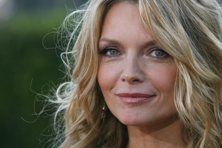 """Végül az egykori Macskanő, Michelle Pfeiffer sem eszik már régóta húst és tejtermékeket, igaz, ő elsősorban hiúsága miatt: """"Vegánul élni sokkal egészségesebb, ráadásul rengeteg toxintól megkíélheted magad, amitől öregnek látszik a bőröd és a tested"""