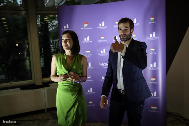 Cseh Katalin és Fekete-Győr András a Momentum eredményváró rendezvényén 2019. május 26-án