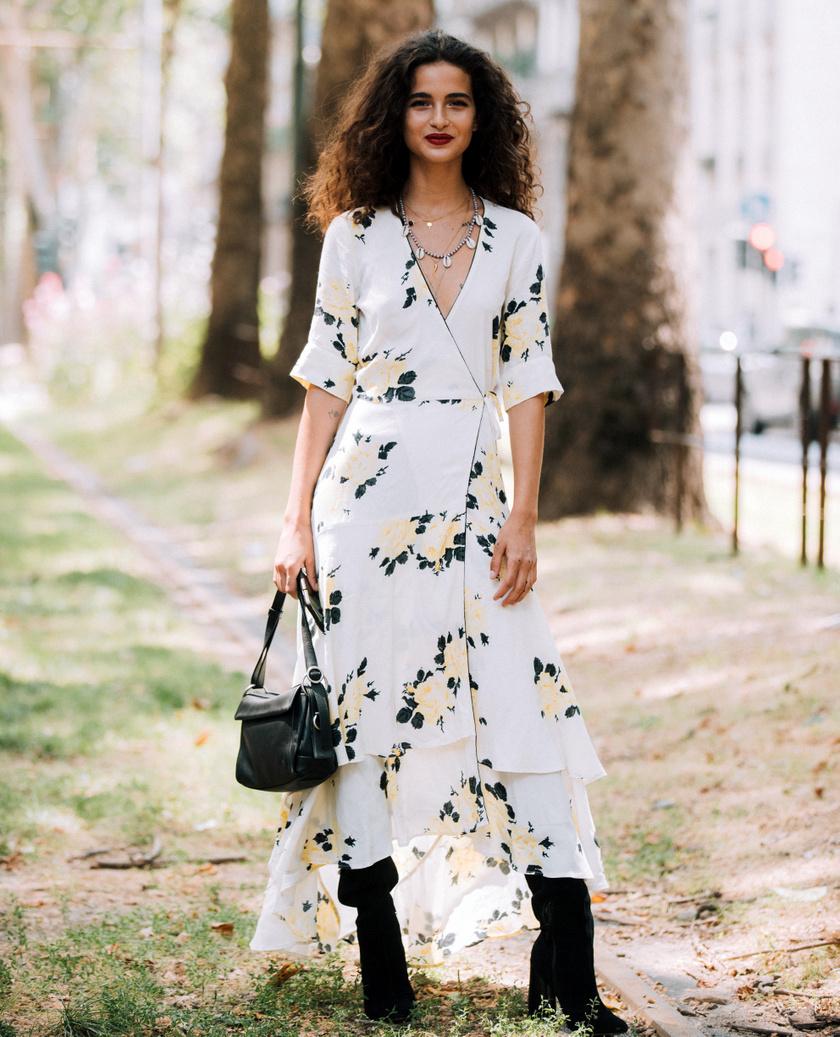 Az átlapolós midi- vagy maxiruhák lesznek a legnagyobb kedvencek: kiemelik a dekoltázst, karcsúsítják a derekat, és extra nőiesek.