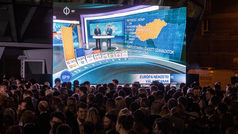 Klárára, a Fideszre és a karaktergyilkosságra mutogatnak