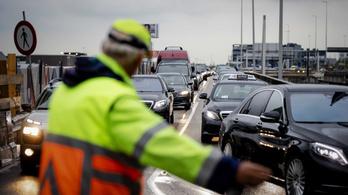 Káoszt okozott a közlekedési dolgozók sztrájkja Hollandiában