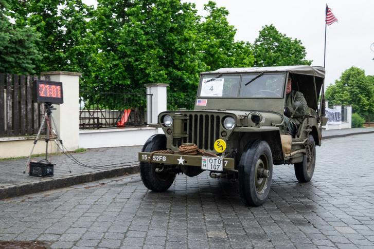 Épp a Jeep teljesít egy mért szakaszt