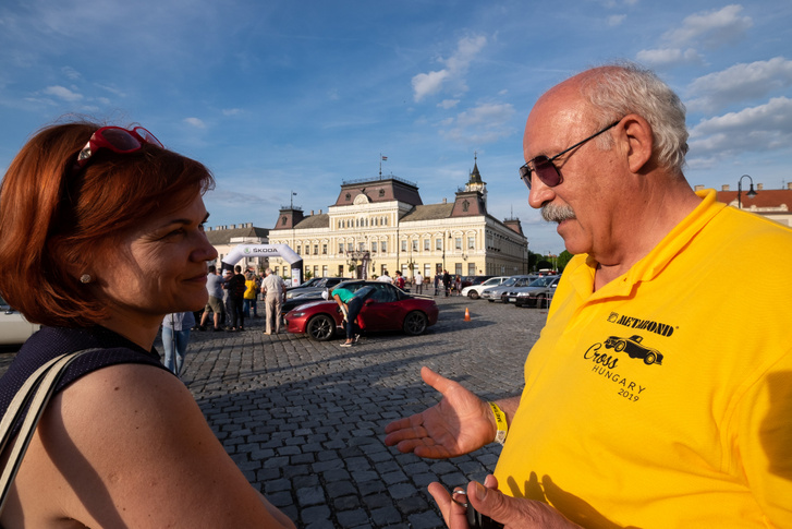 Jobb oldalon Dózsa György, a szervező