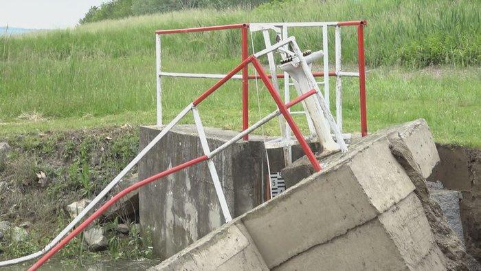 wF2r.rozbita hradza v sturove