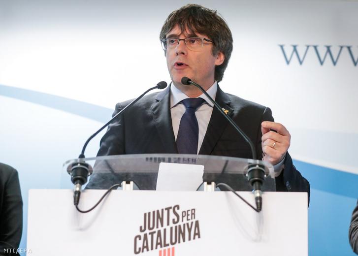 Carles Puigdemont volt katalán elnök brüsszeli sajtóértekezlete 2019. április 10-én. A Katalónia függetlenségérõl rendezett népszavazással kapcsolatban Spanyolországban több bûncselekménnyel vádolt és emiatt belgiumi emigrációban élõ Puigdemont bejelentette hogy Együtt Katalóniáért nevû pártjával együtt jelölteti magát a májusi európai parlamenti választásokra.