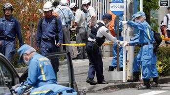 Húsz másodpercig tartott a japán férfi késes ámokfutása