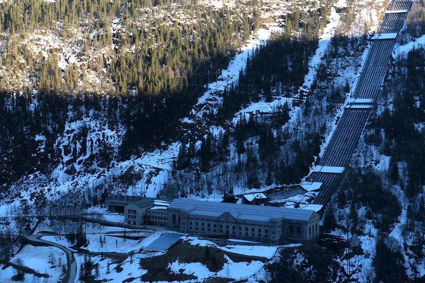A várost körülölelő hegyek miatt Rjukan lakói szeptembertől márciusig nem élvezhetik maradéktalanul a napsugarakat, ezért kreatív módszerhez folyamodtak.