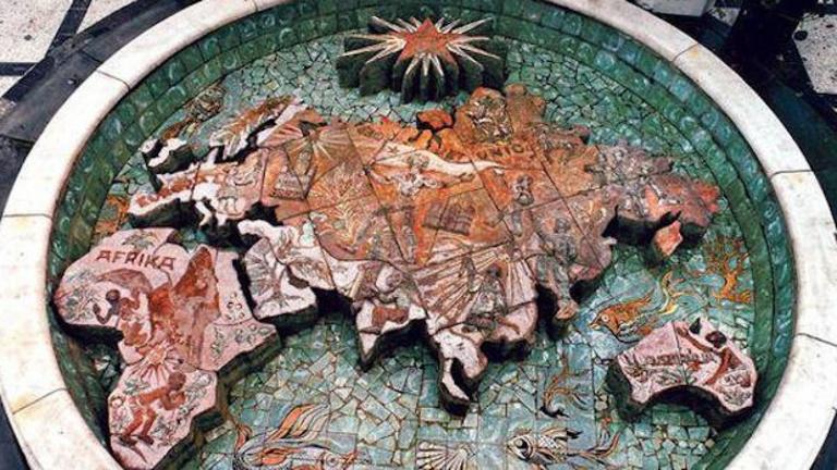 Új helyre kerül az Úttörő Áruház legendás világtérképkútja