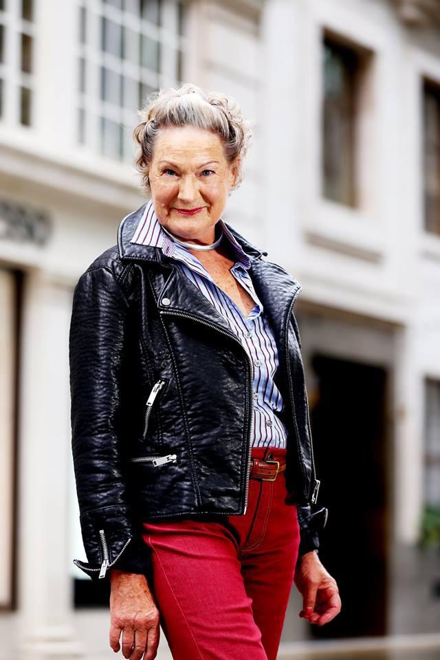 Beate Howitt 15 évesen rajongott a modellekért, és hasonló karrierre vágyott, ám akkor az élet másfelé terelte. Tavaly viszont egy véletlennek köszönhetően teljesülhetett az álma-65 év elteltével.